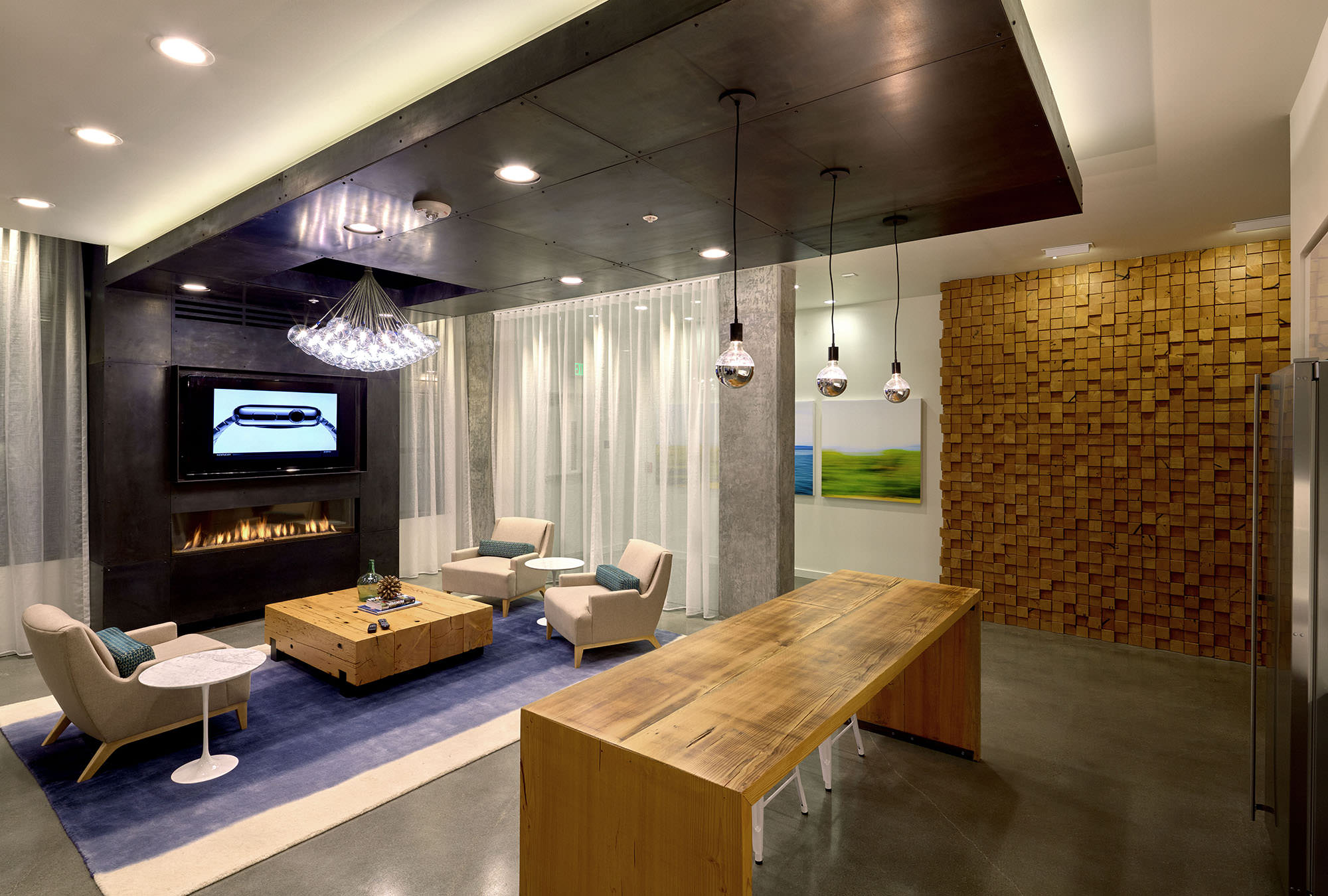Amenity lounge at 4730 California.