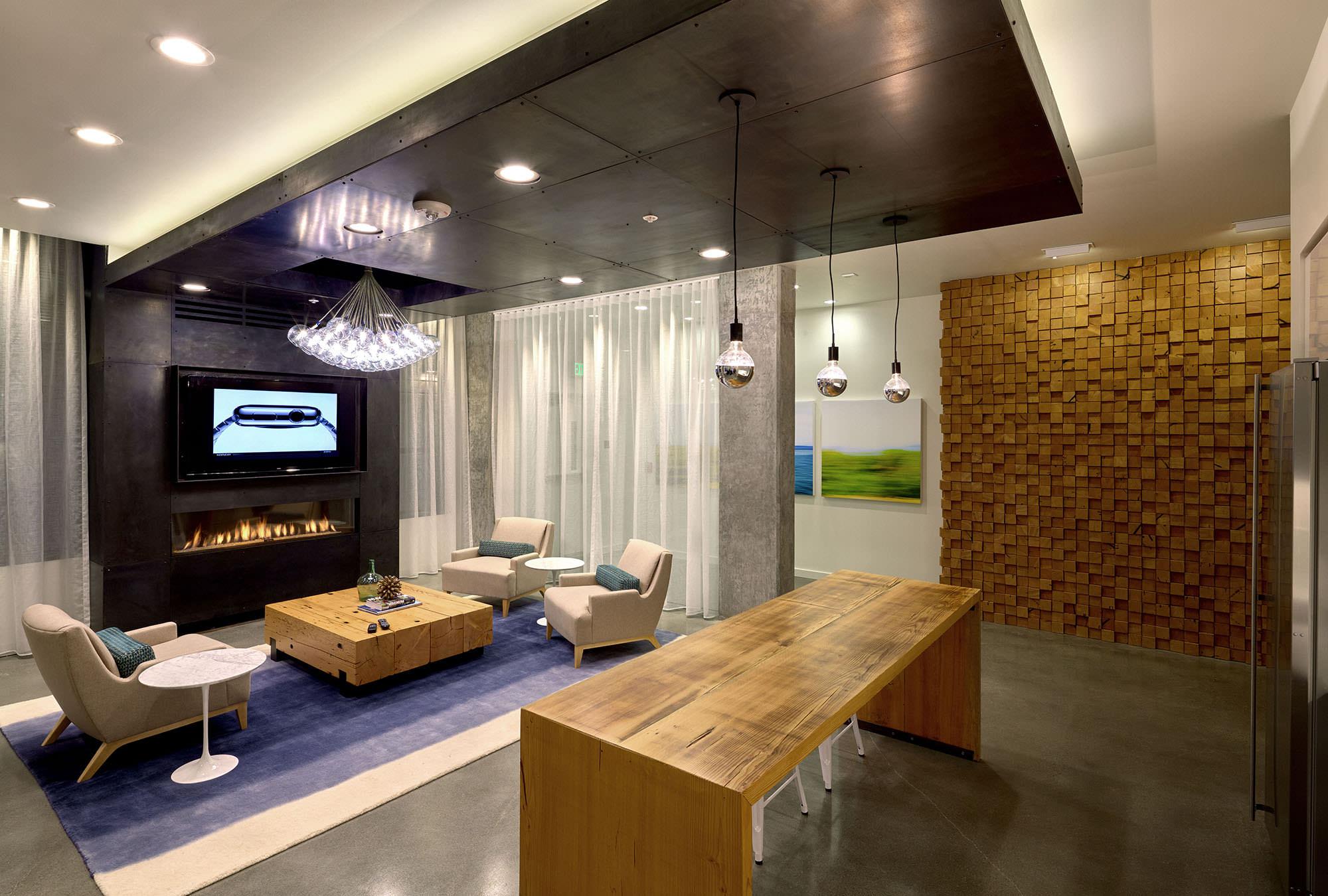 Amenity lounge at 4730 California.