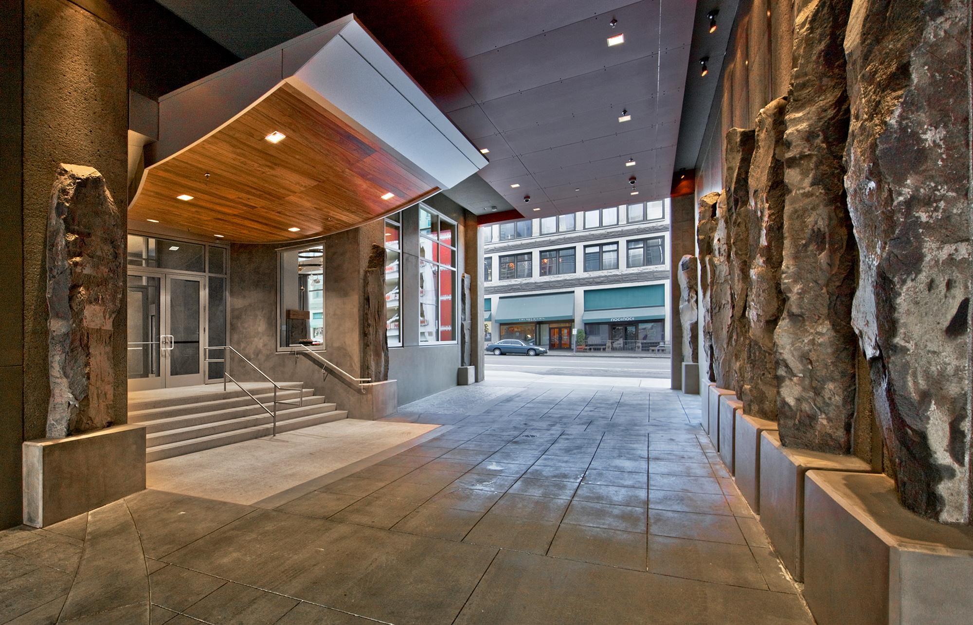 1521 Second Avenue Architecture